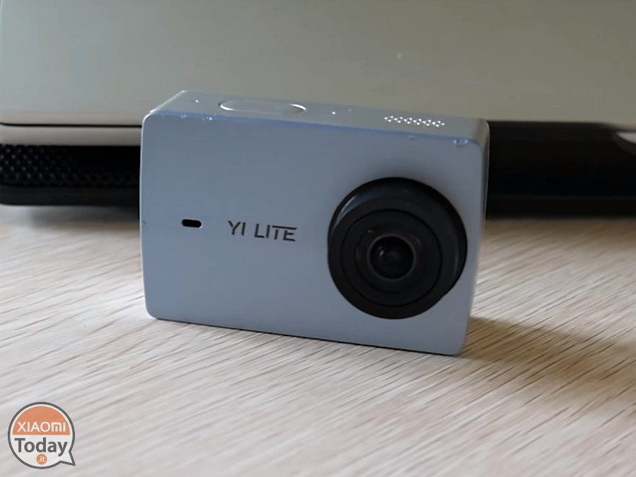 YI-Lite-Action-камера-1