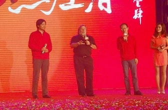 Steve Wozniak visits Xiaomi during New Year's Eve